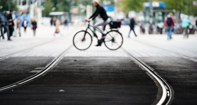 Berlin'de toplu taşıma çalışanlarının grevi hayatı felç etti