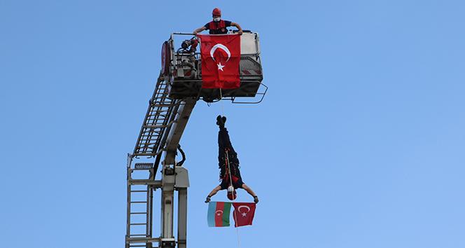 Tatbikatta Azerbaycan Bayrağı açtılar