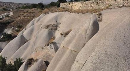 Kapadokyada pes dedirten görüntü: Kayalar oyuldu, butik otel olarak satışa sunuldu