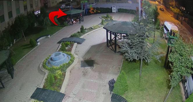 Ümraniye'de akıllara durgunluk veren görüntü: Parkta mangal yakarak, bankları kırdılar