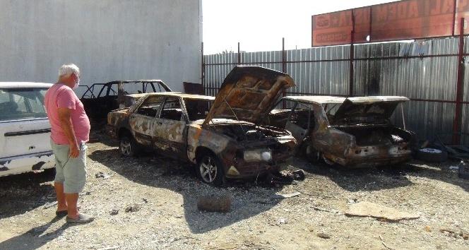 Sanayi sitesinde bulunan araçlar alev alev yandı