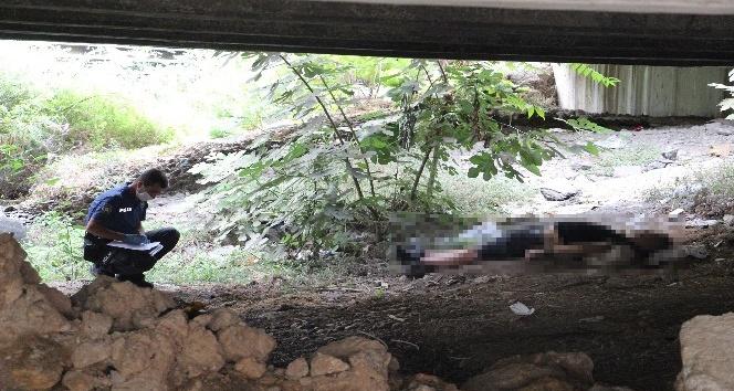 Antalya'da köprü altında kimliği belirsiz erkek cesedi bulundu