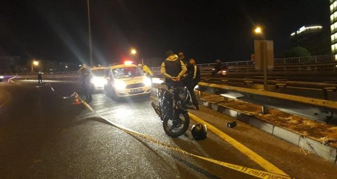 İzmir'de virajı alamayan motosiklet bariyere çarptı: 1 ölü