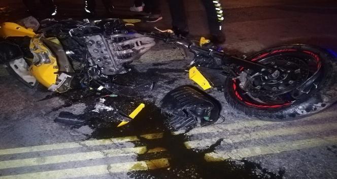 İzmir'de motosiklet refüje çarptı: 2 yaralı