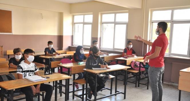 Sınırdaki öğrenciler uzun bir aradan sonra yüz yüze eğitimin sevincini yaşıyor