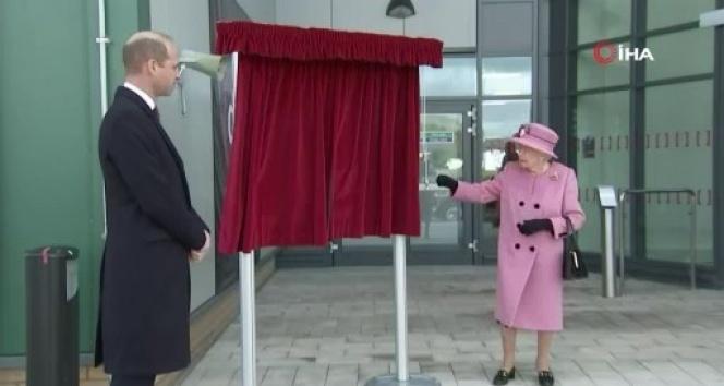 Kraliçe II. Elizabeth, 7 ay sonra ilk resmi ziyareti için dışarı çıktı