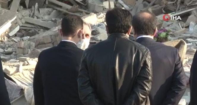 Başsavcı Kamran Aliyev ve Olağanüstü Haller Bakanı Haydarov füze düşen noktaya geldi