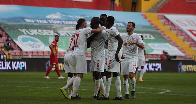 Sivasspor, Kayseri'de 3 puanı 3 golle aldı