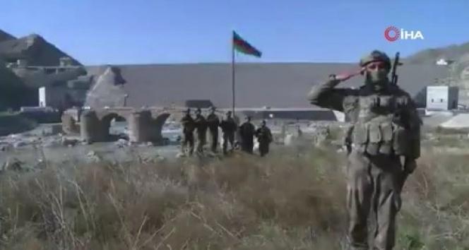 Aliyev: 'Tarihi Hudaferin Köprüsü'ne Azerbaycan bayrağı dikildi'