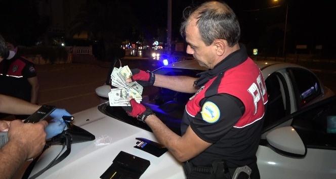 Antalya'da şüpheli araçtan sahte döviz ve uyuşturucu madde çıktı
