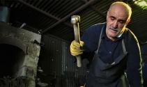62 yaşında, 45 yıldır ekmeğini demire şekil vererek kazanıyor