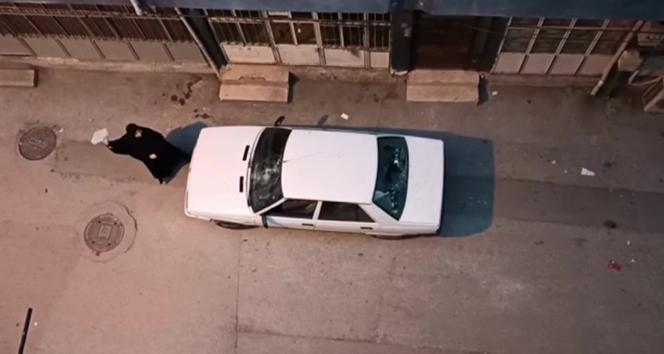 Aldatıldı, mahalleyi ayağa kaldırdı...O anlar kamerada