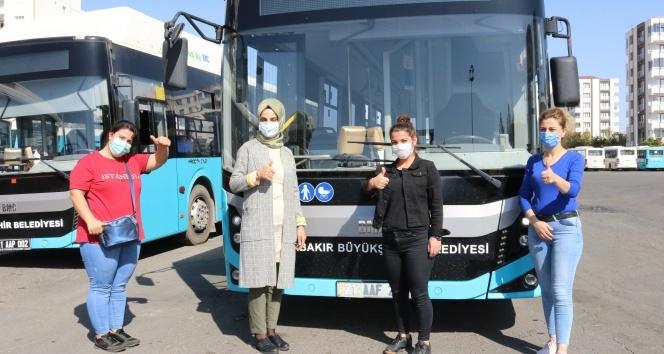 Ojeli tırnakları, topuklu ayakkabılarıyla Diyarbakır'ın kadın otobüs şoförleri iş başında