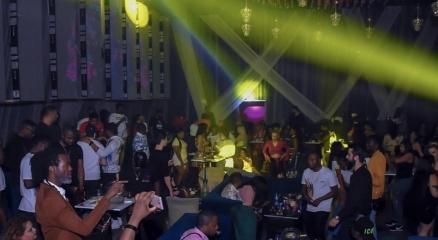 Esenyurtta gece kulübünde skandal görüntüler