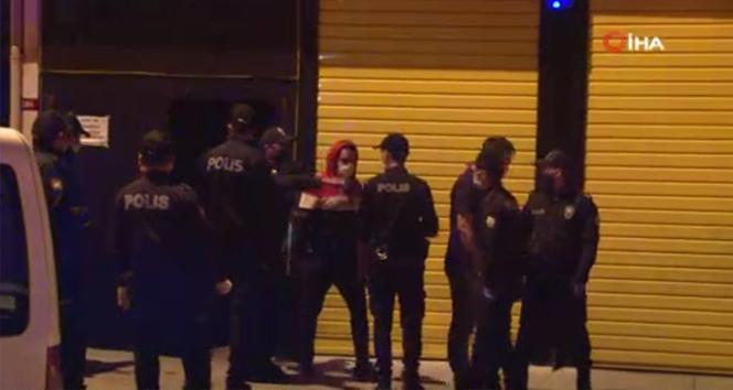 Koronaya aldırmadan parti yapan eğlence merkezine baskın: 49 kişiye ceza kesildi