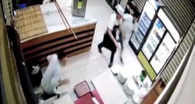 Bingöl'de deprem anı, güvenlik kameralarına yansıdı