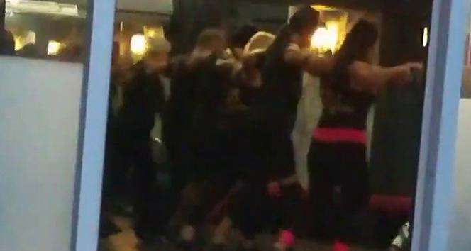 Kadıköy'de omuz omuza koronavirüs dansı