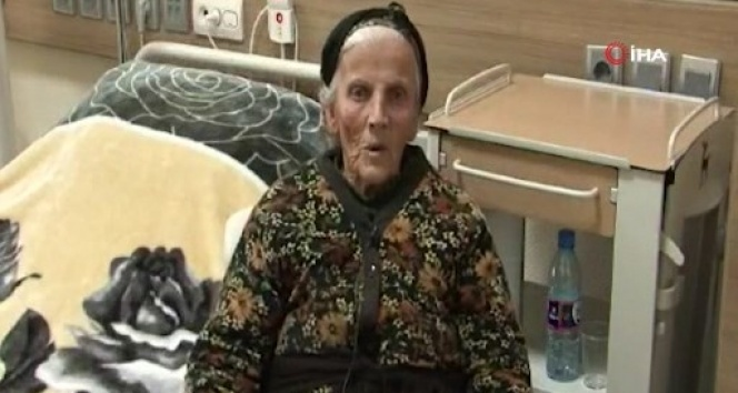 Ermeniler tarafından terk edilen 85 yaşındaki Ermeni kadına Azerbaycan sahip çıktı
