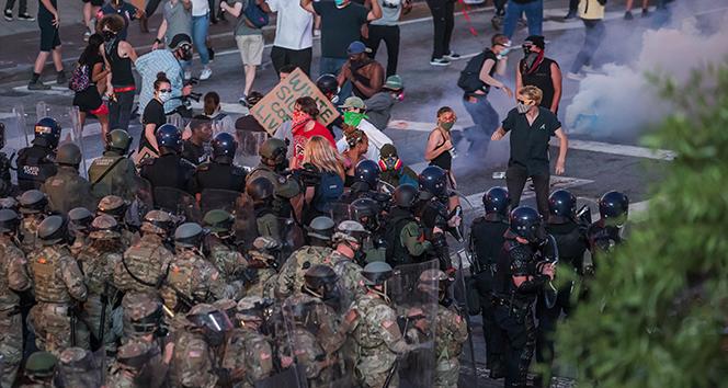 Polisin öldürdüğü Wallace'ın ardından başlayan protestolar ikinci gününde