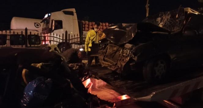 Freni patlayan kamyon ortalığı savaş alanına çevirdi: 8 yaralı