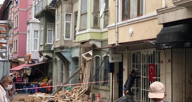 Beyoğlu'nda 3 katlı binada çökme