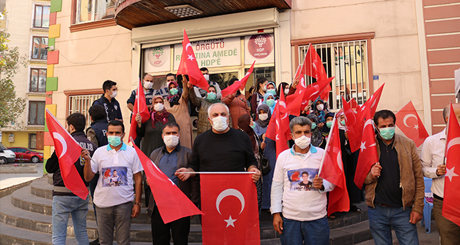 Evlat nöbetindeki aileler, Cumhuriyet Bayramını kutladı