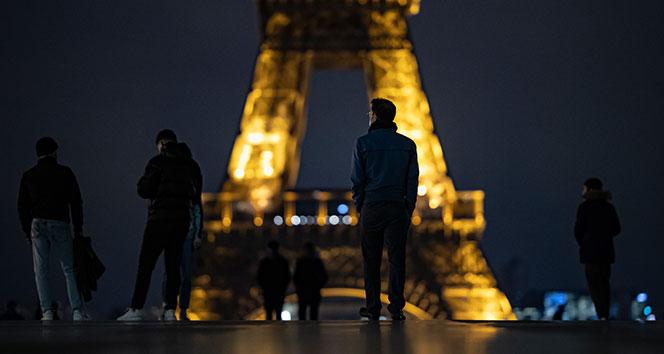Fransa'da günlük vaka sayısı yeniden 50 bine yaklaştı