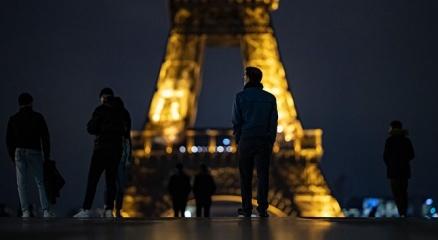 Fransada günlük vaka sayısı yeniden 50 bine yaklaştı