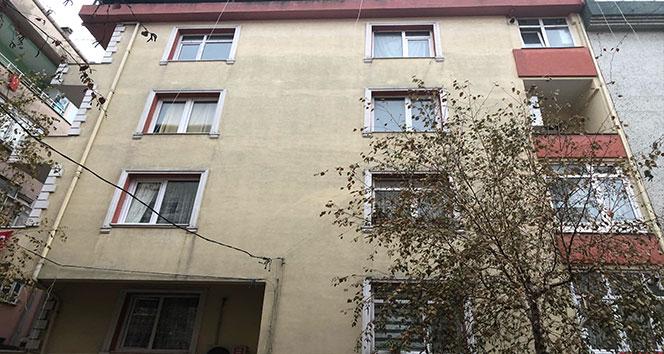 Avcılar'da bir binada deprem sonrası çatlak meydana geldi