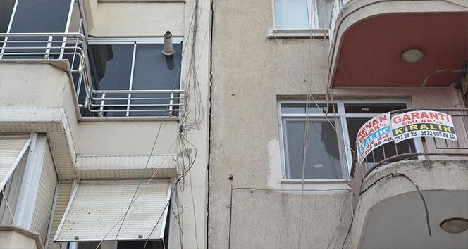 Manisa'nın Turgutlu ilçesinde bazı binalarda çatlaklar oluştu