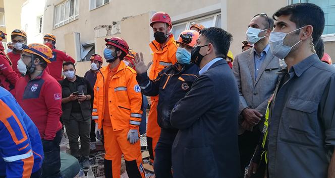Bakan Pakdemirli depremin vurduğu Barış Sitesini ziyaret etti