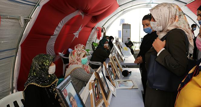 Diyarbakır Milliyetçi Anneler Birliği evlat nöbetindeki ailelere buluştu