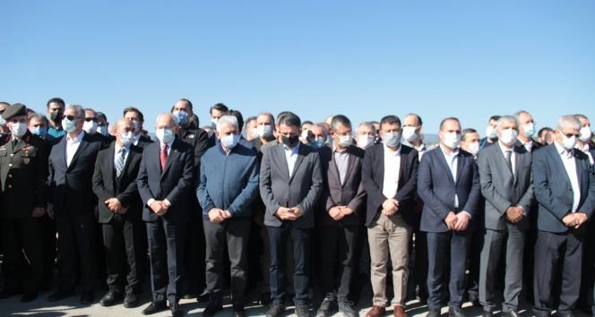 İzmir'de depremde vefat eden aynı aileden 3 kişi toprağa verildi