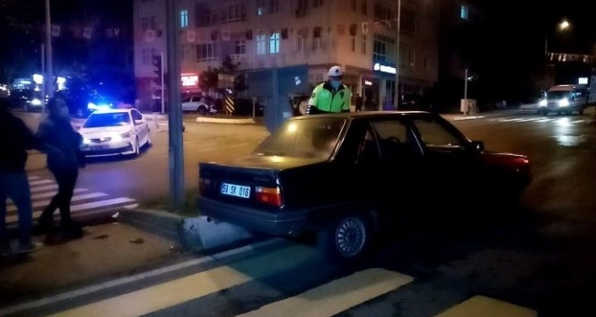 Alkollü sürücü kaza yaptı, ehliyeti kaptırdı