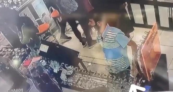 Müşteri kılığında girdiği dükkandan cep telefonunu alıp kaçtı
