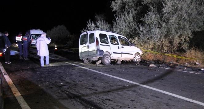 Ambulansı sollarken gelen facia! 4 ölü, 3 yaralı