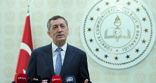 Milli Eğitim Bakanı Selçuk'tan bayrak töreni' çağrısı
