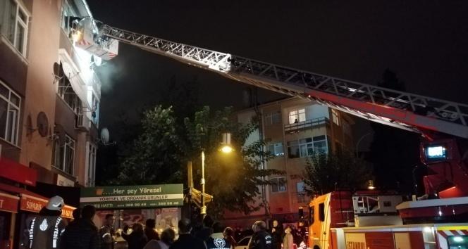 Maltepe'de üç katlı binada çıkan yangında can pazarı: 15 kişi kurtarıldı