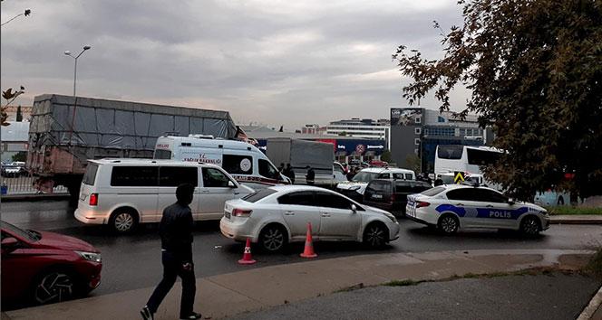 Kamyonet sürücüsü başından vurularak öldürüldü