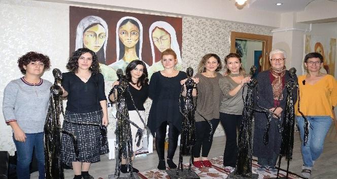 Diyarbakırlı Kadınlar Atık Malzemelerden 'göç Mağduru Kadınları' Anlattı -  Diyarbakır