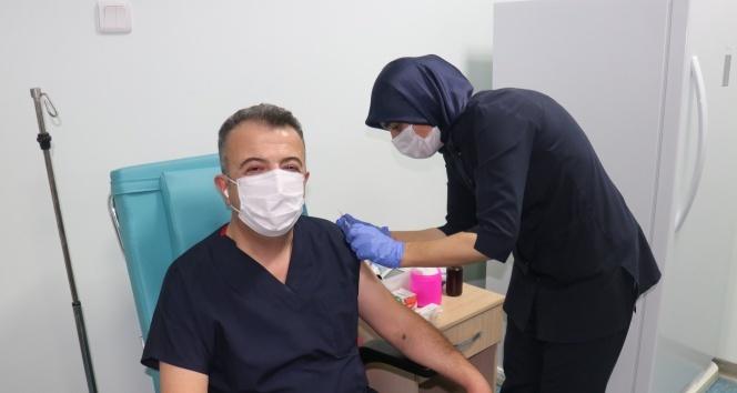 Covid-19 aşı denemeleri gönüllü vatandaşlara da yapılmaya başladı