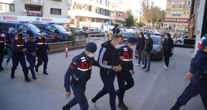 Aydın merkezli 3 ilde göçmen kaçakçılığı operasyonu