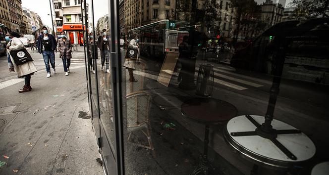 Fransa'da son 24 saatte 384 kişi Covid-19'dan hayatını kaybetti