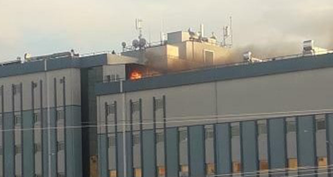 Antalya'da hastane çatısında çıkan yangın korkuttu