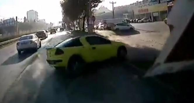 Kontrolden çıkan otomobil park halindeki araçların arasına daldı