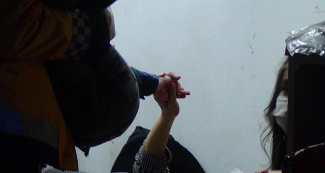 Anne eli... Yaralı anne kendi acısını unuttu çocuğunu böyle teselli etti
