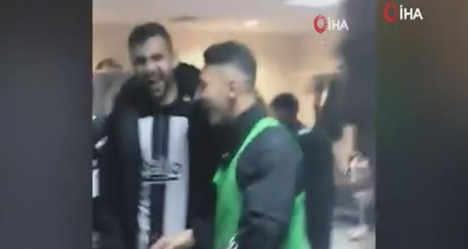 Beşiktaş galibiyeti soyunma odasında kutladı