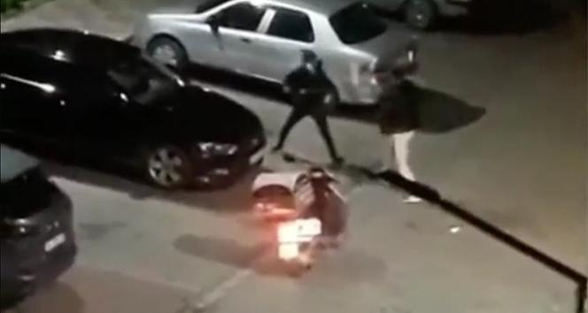 İstanbul'da motosikletli kuryelerin kavgası kamerada