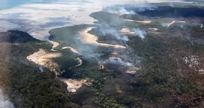 Avustralya'da çıkan orman yangını nedeniyle yerleşim yerleri tahliye ediliyor
