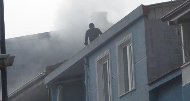 Yangın mahalleyi sokağa döktü